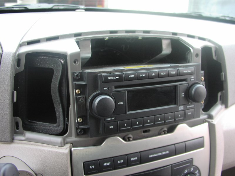 river oaks car stereo installation photo 2005 jeep grand. Black Bedroom Furniture Sets. Home Design Ideas